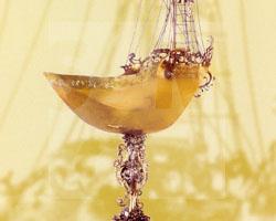 Trinkschiff aus Gold