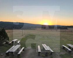 Sonnenuntergang vor der Baude Chatka Górzystów, ehem. Neue Schule in Groß-Iser, Fot. ABormann